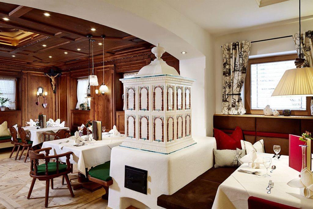 Ofenecke im Wanderhotel Kirchner - Urlaub in den Kitzbüheler Alpen